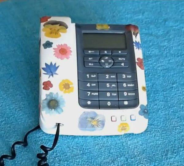customizar telefono con tecnica del decoupage 5