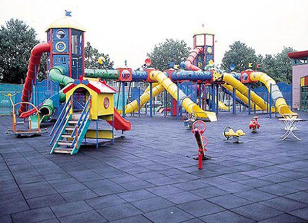 parque infantil con neumaticos reciclados 1