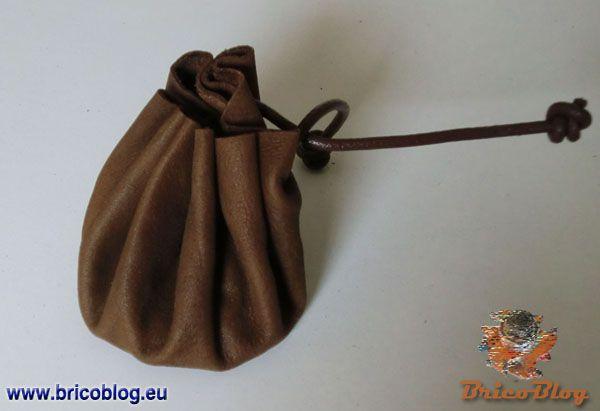 monedero medieval con piel reciclada
