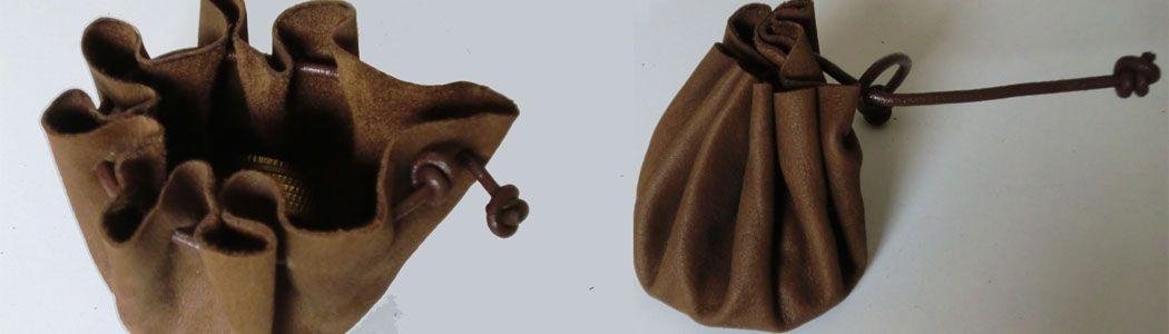 """Monedero estilo """"medieval"""", con piel reciclada"""