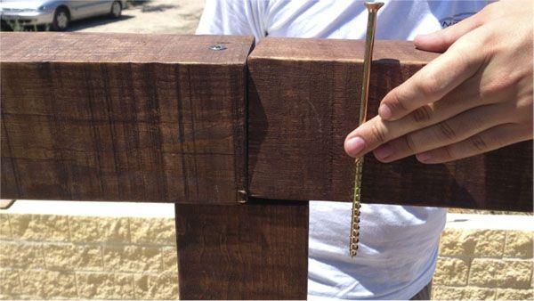 C mo hacer una p rgola de madera por muy poco dinero - Pergolas de troncos ...