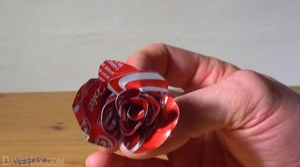 hacer rosas reciclando latas de bebidas