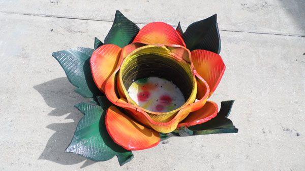 flor con nemuatico reciclado
