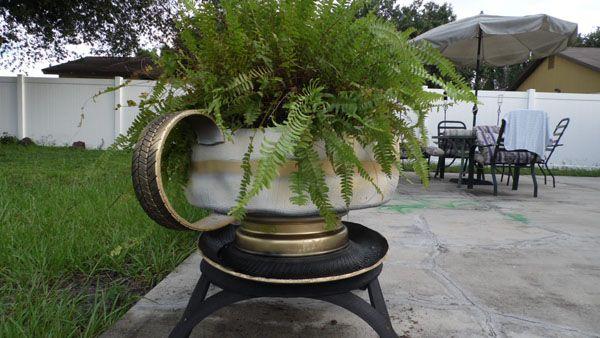 macetero taza para jardin con neumaticos reciclados