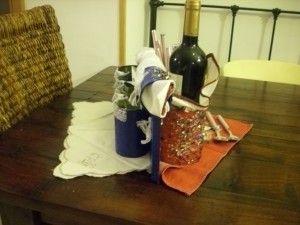 Se ven las dos caras del servicio , puede cumplir funciones diversas, para cubierto, botellas, panes, etc.