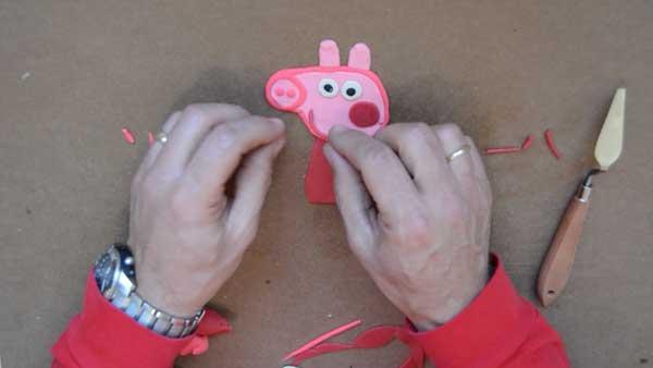 Hacer Peppa Pig con plastilina