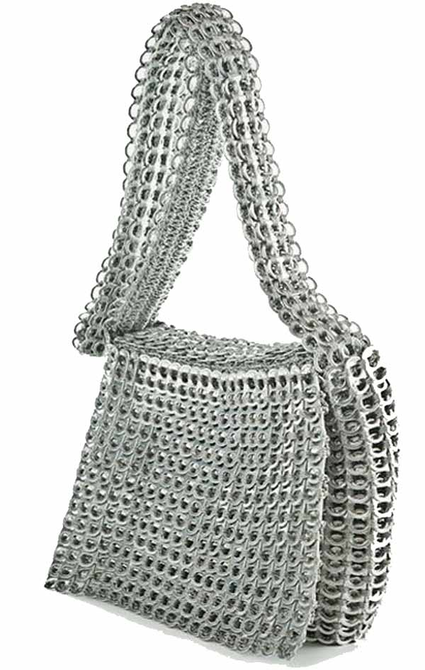 bolso para colgar hecho con anillas de latas
