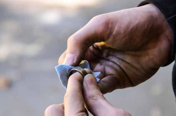 moneda en anillo pulido