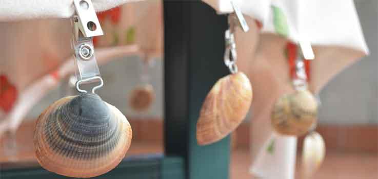 Sujeta manteles con conchas marinas