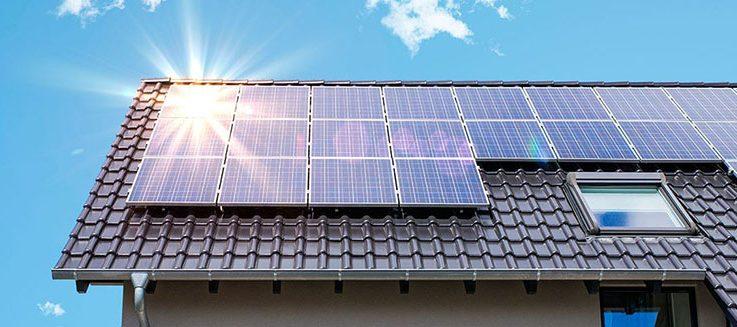 ¿Cómo instalar paneles solares en un techo plano?